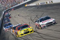 A.J. Allmendinger, JTG Daugherty Racing Chevrolet and Greg Biffle, Roush Fenway Racing Ford