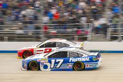 Ricky Stenhouse Jr., Roush Fenway Racing Ford y Brad Keselowski, Team Penske Ford