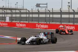 Valtteri Bottas, Williams FW37 leads Kimi Raikkonen, Ferrari SF15-T