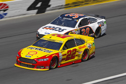 Joey Logano, Team Penske Ford and David Gilliland, Front Row Motorsports Ford