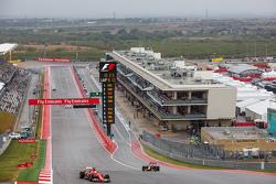 Sebastian Vettel, Ferrari SF15-T y Daniel Ricciardo, Red Bull Racing RB11