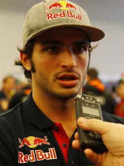 Carlos Sainz Jr, Scuderia Toro Rosso con los medios