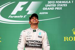 领奖台:美国大奖赛冠军及2015年度冠军刘易斯·汉密尔顿,梅赛德斯车队