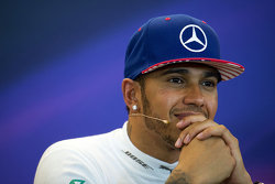 美国大奖赛及2015年度冠军刘易斯·汉密尔顿,梅赛德斯车队,在赛后FIA新闻发布会