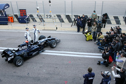 Williams F1 Team photoshoot: Nico Rosberg, WilliamsF1 Team, Kazuki Nakajima, Williams F1 Team, and the FW30