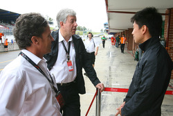 Pete da Silva with David Clare and Congfu Cheng, driver of A1 Team China