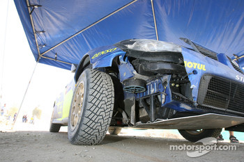 Damage on the Subaru Impreza WRC2007 of Petter Solberg