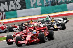 Start: Felipe Massa, Scuderia Ferrari, F2008 leads Kimi Raikkonen, Scuderia Ferrari, F2008
