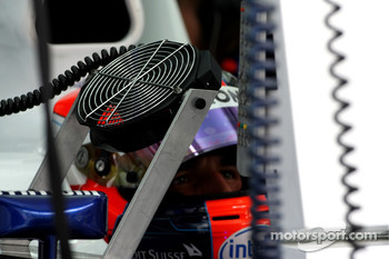 A fan cools down Robert Kubica,  BMW Sauber F1 Team