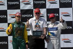 Podium: race winner Will Power with Jimmy Vasser