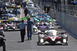 #7 Team Peugeot Total Peugeot 908 HDi FAP: Marc Gene, Nicolas Minassian, Jacques Villeneuve leads the field to the track as the session starts