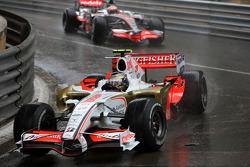 Giancarlo Fisichella, Force India F1 Team leads Heikki Kovalainen, McLaren Mercedes
