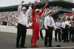Scott Dixon celebrates his victory