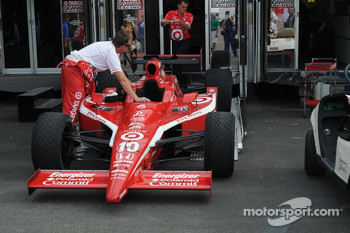 Dan Wheldon's car being loaded on the transporter