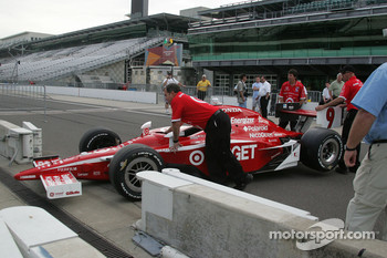 Scott Dixon's car arrives for the winner's shoot