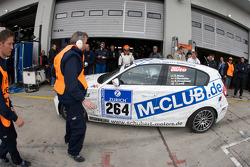 Pit stop for #264 Motorsport Arena Oschersleben BMW 130i: Emin Akata, Jürgen Dinstühler, Niclas Königsbauer