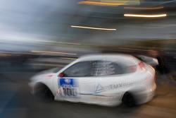 Pit stop for #100 AC Mayen e.V. Seat Leon: Ralph Kempen, Sebastian Stahl, Thomas Koll, Timo Frings