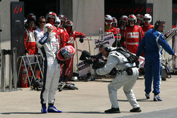 Kazuki Nakajima, Williams F1 Team crashes in the pitlane