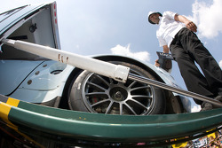 Aston Martin Racing Aston Martin DBR9 unload