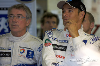 Michel Barge and Stéphane Sarrazin watch the end of the session in the pitbox