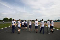 Track walk for Fernando Alonso, Renault F1 Team, Nelson A. Piquet, Renault F1 Team and Renault F1 Team members