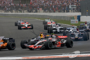 Start: Heikki Kovalainen, McLaren Mercedes, and David Coulthard, Red Bull Racing