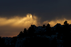 Visit of Les Baux de Provence: a mysterious sunset