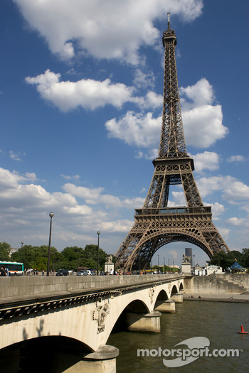 Visit of Paris: the Eiffel Tower