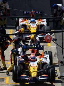 Nelson A. Piquet, Renault F1 Team, R28 and Fernando Alonso, Renault F1 Team, R28