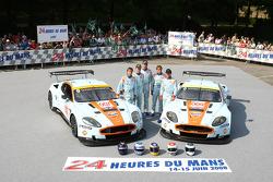 #007 Aston Martin Racing Aston Martin DBR9: Heinz-Harald Frentzen, Andrea Piccini, Karl Wendlinger, #009 Aston Martin Racing Aston Martin DBR9: David Brabham, Darren Turner, Antonio Garcia