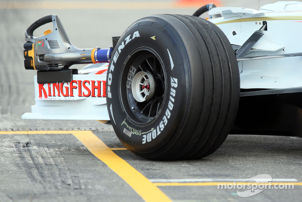 Front wheel on the Bridgestone, Adrian Sutil, Force India F1 Team