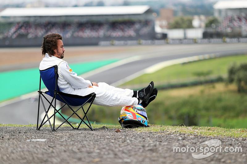 2. Fernando Alonso, McLaren MP4-30 stopped on track
