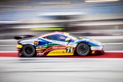AF Corse车队71号法拉利458 GTE赛车:达维德·里贡、詹姆斯·卡拉多