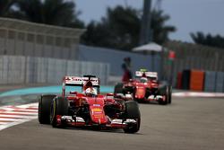 Mercedes - Ferrari n'est pas impliqué dans l'affaire d'espionnage F1-abu-dhabi-gp-2015-sebastian-vettel-scuderia-ferrari