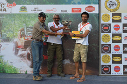 Winners Jagat Nanjappa and Chethan Chengappa with Ashish Gupta