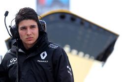 Esteban Ocon, Renault Sport F1 Team Ersatzfahrer