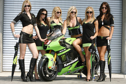 Kawasaki grid girls for the 2008 USGP