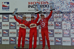 Podium: race winner Ryan Briscoe, second place Helio Castroneves, third place Scott Dixon