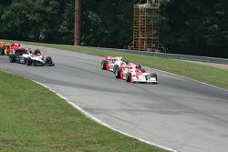 Helio Castroneves leads Ryan Briscoe