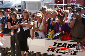 Fans wait for Helio Castroneves