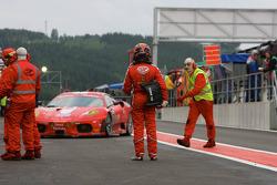 Pit stop for #57 Kessel Racing Ferrari F430: Henri Moser, Fabrizio Del Monte, Gilles Vannelet, Andrea Palma