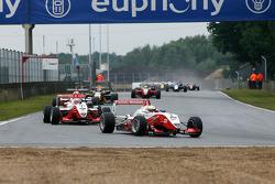 2nd lap: Jules Bianchi, Nico Hulkenberg, Jon Lancaster (ART Grand Prix Dallara-Mercedes)