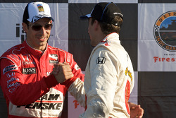 Podium: race winner Justin Wilson congratulated by Helio Castroneves