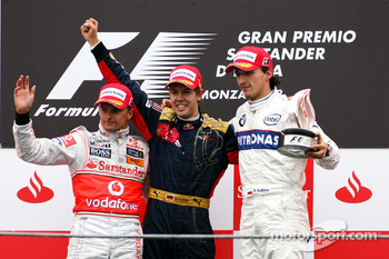 Podium: race winner Sebastian Vettel, second place Heikki Kovalainen, third place Robert Kubica