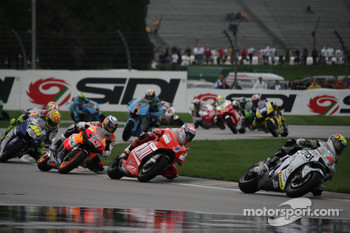 Andrea Dovizioso leads Casey Stoner and Nicky Hayden