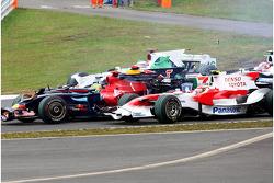 Sébastien Bourdais, Scuderia Toro Rosso and Timo Glock, Toyota F1 Team at the start first corner