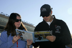 David Gilliland signs autographs