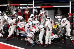 Jarno Trulli, Toyota Racing, TF108, Pit Stop