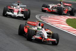 Giancarlo Fisichella, Force India F1 Team, VJM-01 leads Jarno Trulli, Toyota Racing, TF108