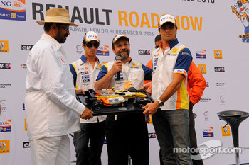 Nelson A. Piquet and Lucas Di Grassi on stage